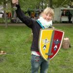 Mädchen Kinderritterturnier Schwert